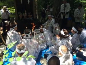 大塚山でのお焚き上げ神事