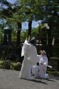 御師団歳司による蟇目神事