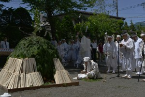 齊藤義次神事監が大道彦を勤め冨士道の拝みがあげられます