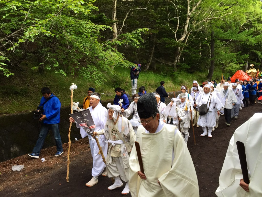 五合目登山道を御神輿と道開きを行いました