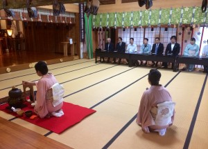 茶道の講師 益田宗恵先生、益田宗佳先生他社中の皆様によりお茶がたてられました
