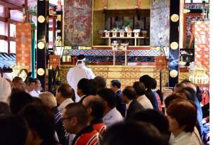 北口本宮での閉山祭に参列する管長台下。