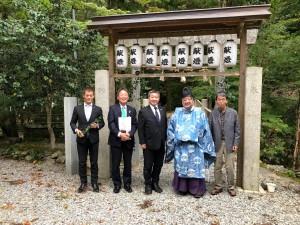 日本最古の若宮八幡宮である川上若宮八幡宮に参拝し岡野宮司に面会しました