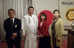 左から 片野之万会長  管長台下  西村裕子教師 加藤公子教師