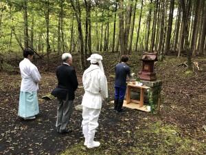演習地内に鎮座する旧大日堂(野中神社)を参拝。
