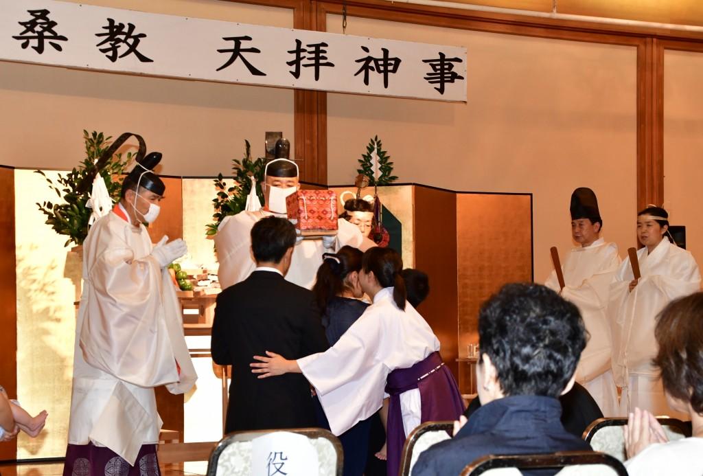 参列者は管長台下より天拝を授かりました