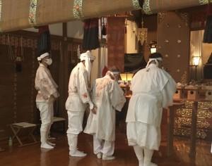 8月31日冨士山太祠に於いて冨士大祈祷が管長台下を神事司に生沼邦彦大道彦はじめ近辺の教導職者により斎行されました。